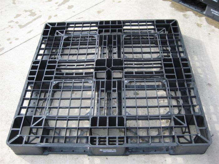 Used plastic pallet : 1100 x 1100 mm (Light)