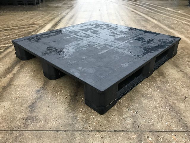 Used Plastic Pallet : 1140X1140MM closed deck