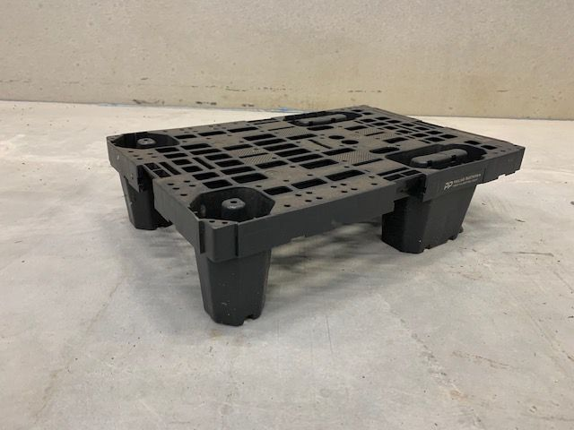 Used Plastic Pallet : 600 x 400 mm (heavy)